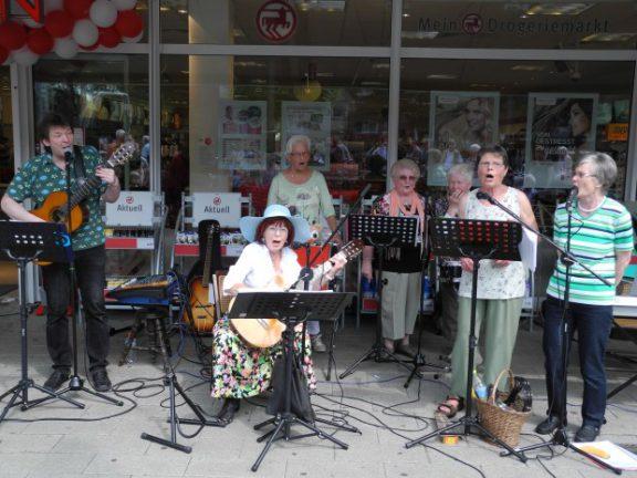 """UHU'S ON TOUR"" – Musiergruppe der Seniorenwerkstatt"